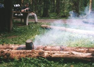 Balkenfeuer mit Topf